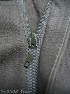 折れたズボンのファスナー[PowerShot A70]