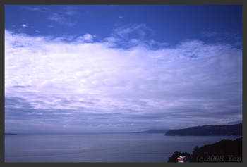早朝の海[KLASSE S, F8.0, 1/750, TREBI 100C]