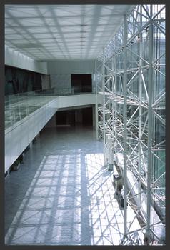 白の建物[KLASSE S, F8, 1/90, RDP III]